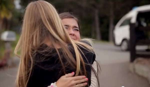 Two Girls, Each With One Arm, Become Best Friends Through Skype