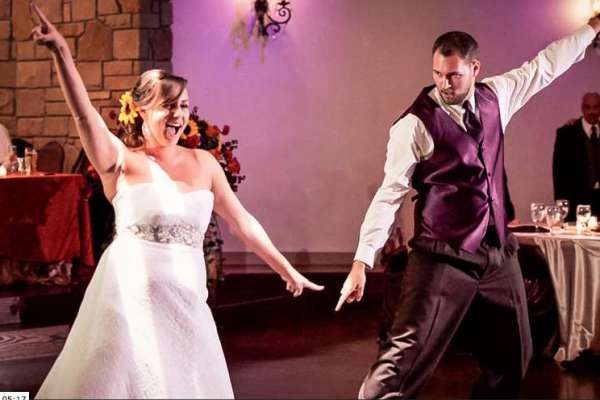 Bride And Brother Surprise Guests With Tribute To Late Father