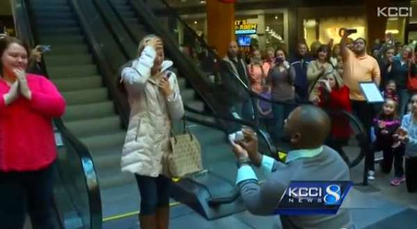 New Year's Eve flash mob is his best way to propose