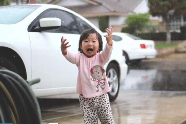 This little girl experiences rain for the very first time