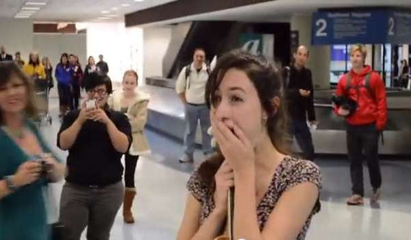 A Heatwarming Magical Proposal At The Airport Will Leave You Tears