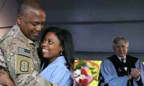 soldier surprises daughter at grad