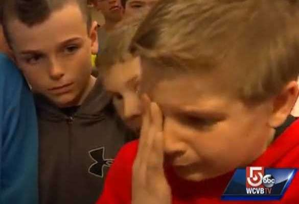 heartwarming-story-of-a-5th-grade-football-team-rallying-behind-a-waterboy-who-was-being-bullied
