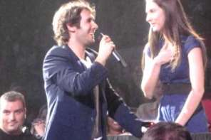 Josh Groban Gives A Girl From Audience A Chance To Sing A Duet WIth Him: A Star Is Born