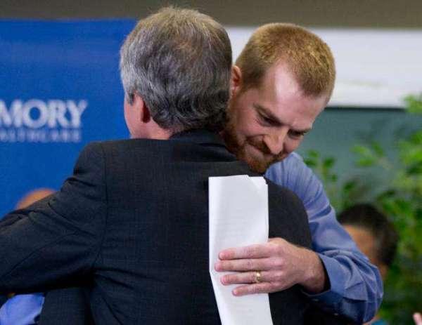 kent-brantly hugs