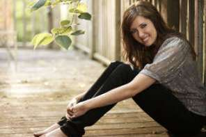 "Francesca Battistelli Sings ""He Knows My Name"""