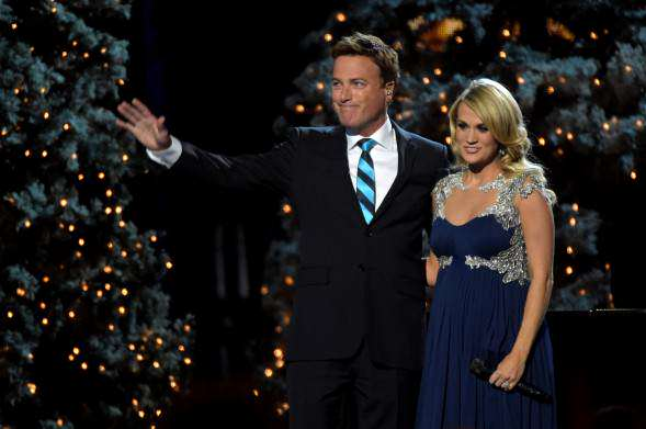 Carrie-Underwood-Michael-W-Smith-2014-CMA-Country-Christmas-4_2014-11-08_18-40-00-589x391