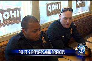 officers_at_ihop_296