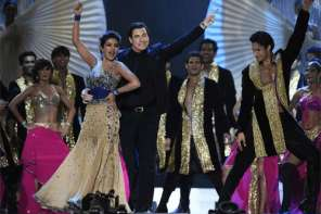 Priyanka Chopra Surprises Everyone By Pulling John Travolta Out Of The Audience To Dance Bollywood