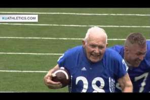 89 Year Old World War Two Veteran Scores Touchdown With Crowd Going Wild