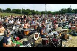"""1,000 Musicians Sing """"Learn To Fly"""""""