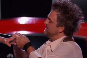 A Man Proposes To His Girlfriend On The Voice