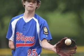 High School Baseball Player With One Arm Amazes The Crowds