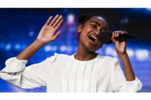 Inspirational Singer Gets The Golden Buzzer With This Amazing Song