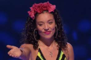 "This Woman Wins Over The Judges In Chile With ""Close To You"""