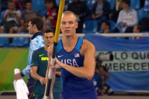 American Pole Vaulter Stops Mid Attempt When He Hears The National Anthem
