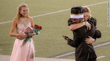 homecoming-king-gives-crown-to-friend
