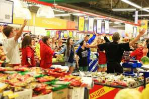 Russian Supermarket Breaks Out Into Song And Dance