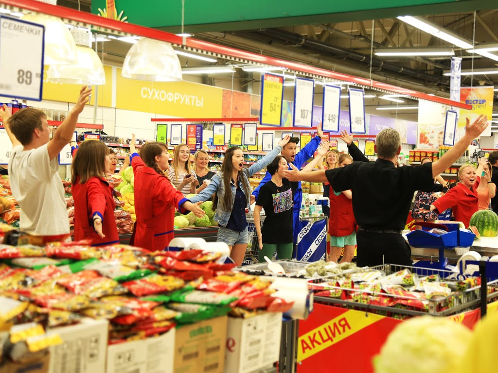 Russian Supermarket Breaks Into Song And Dance