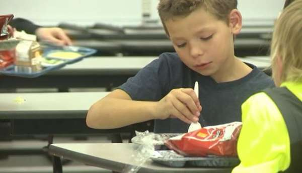 samaritan-pays-for-89-school-lunches