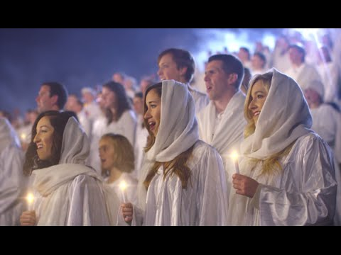 a-thousand-came-to-bring-christmas-hymn-to-life