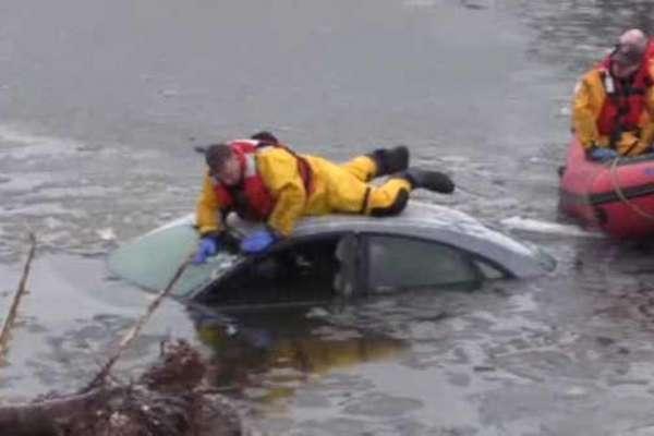 samaritan saves woman trapped in car
