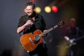 Blake Shelton Stops Concert For Marriage Proposal