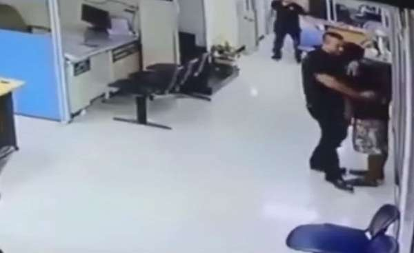 cop calms knife wielding man down and gives him hug