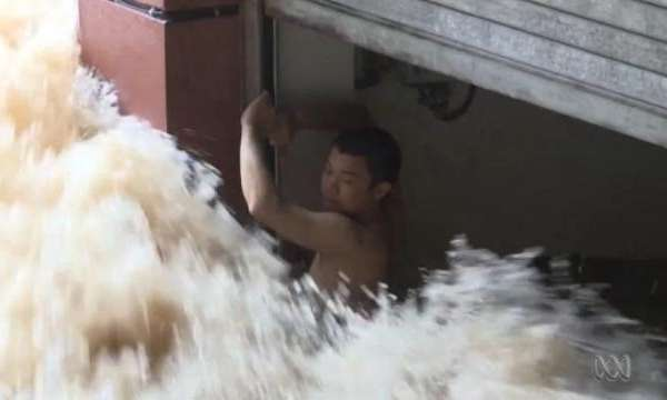 man rescued flooding china