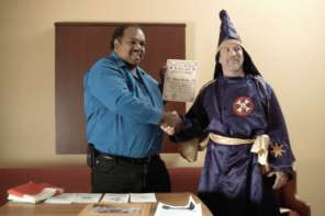 Black Man Convinces 200 KKK Members To Leave KKK By Befriending Them