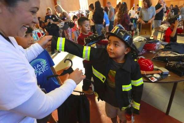 santa rose police give costumes