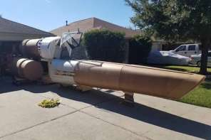 This Battlestar Galactica Fan Put A Space Ship In His Driveway