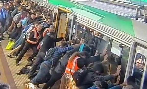 passengers lift train