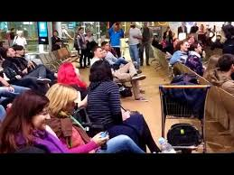"""Flash Mob Breaks Out Singing """"Frozen"""" At An Airport In Paris"""