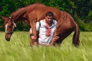 World's Strongest Man Who Can Carry Horse On Back