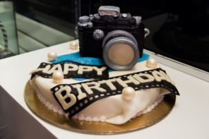 Stranger Pays For Birthday Cake And Leaves Touching Note