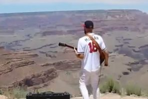 Musician Plays National Anthem On Electric Guitar At The Grand Canyon