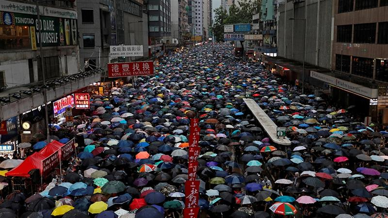 Hong Kong Protesters Defy Government