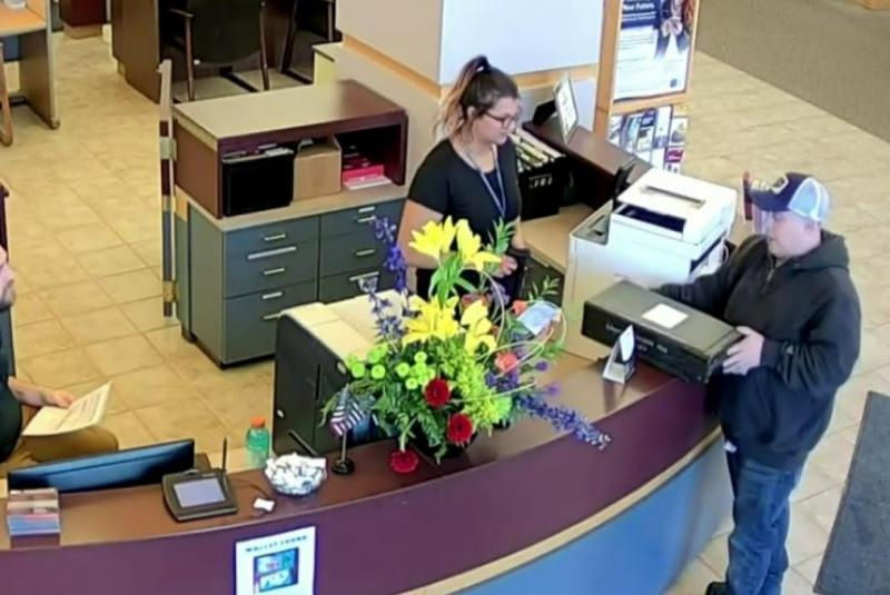 A Good Samaritan Finds $27,000 Left Outside A Credit Union And Turned It in.